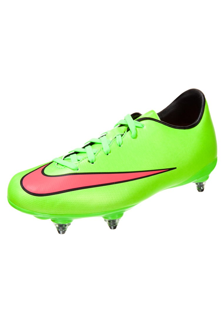 chaussure de foot en fer